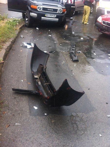 Кривава ДТП: у Тернополі зіткнулися таксі та «Тойота» (ФОТО, ВІДЕО) (фото) - фото 2