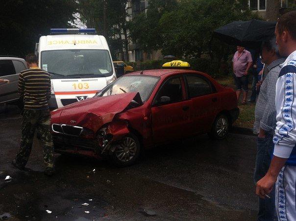 Кривава ДТП: у Тернополі зіткнулися таксі та «Тойота» (ФОТО, ВІДЕО) (фото) - фото 1