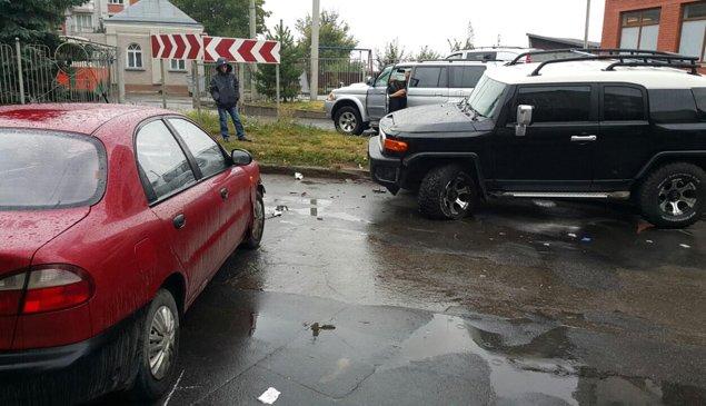 У Тернополі в автомобілі водія таксі знайшли напівпорожні пляшки з пивом – подробиці кривавої ДТП (фото) - фото 2