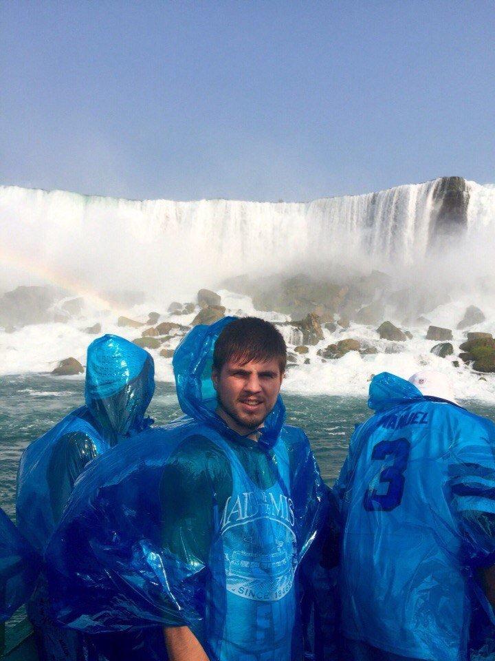 Криворожанин Евгений Хитров сфотографировался у Ниагарского водопада на фоне флага Украины (ФОТО) (фото) - фото 2