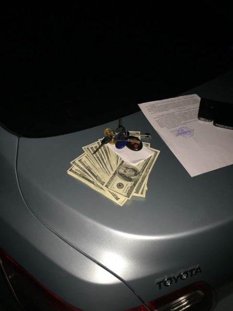 В Киеве на взятке в 3 тыс. долларов попался налоговик (ФОТО) (фото) - фото 1