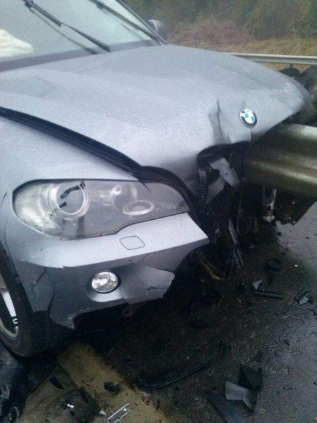 Аварія на Львівщині: BMW врізався у відбійник (ФОТО) (фото) - фото 1