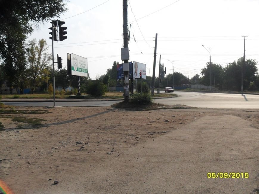 Жители улицы Песочной в Кривом Роге обеспокоены огромными потерями воды из-за порыва водовода (ФОТО) (фото) - фото 1