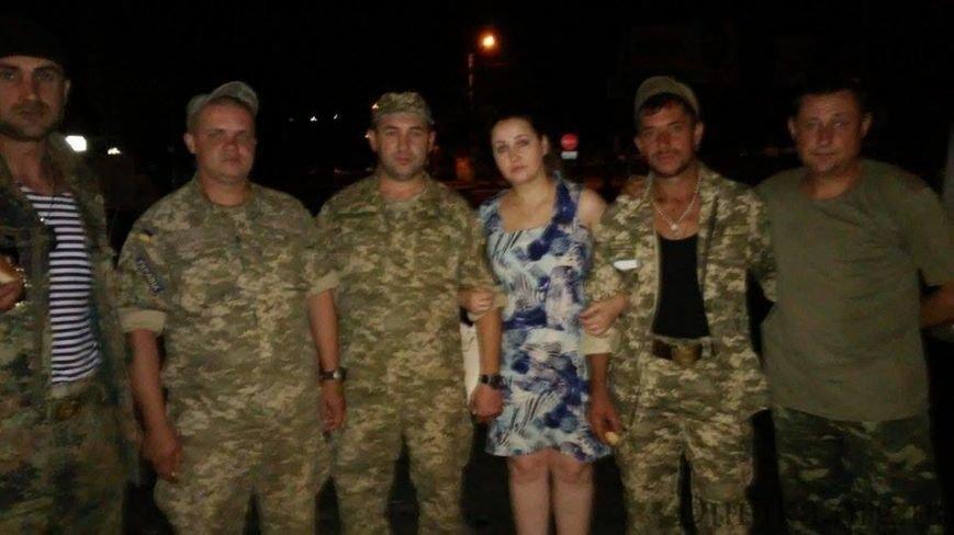«Слава Украине!» - николаевцы встретили военных, вернувшихся из зоны АТО (ФОТО) (фото) - фото 1