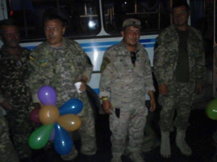 «Слава Украине!» - николаевцы встретили военных, вернувшихся из зоны АТО (ФОТО) (фото) - фото 2