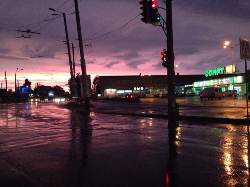 Здравствуй, осень: Шквальный ветер и дожди накрыли улицы Кривого Рога (ФОТО) (фото) - фото 4