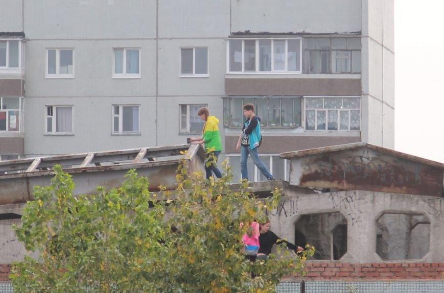 Дети делают селфи на крыше ульяновской гимназии, фото-1