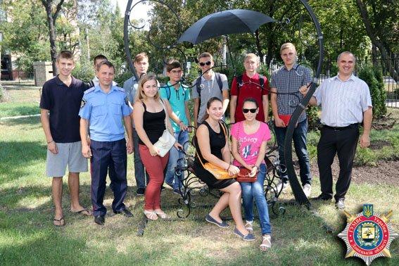 Молодежь Мариуполя побывали в гостях у милиционеров (ФОТО) (фото) - фото 1