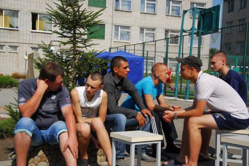 Ребятам кременчугской воспитательной колонии устроили «спортивный день» и угостили их шашлыком (фото) - фото 4
