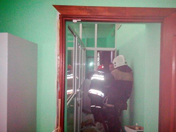 У Полтаві горіло відділення банку. Фото (фото) - фото 1