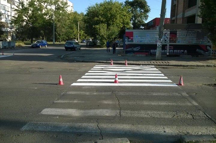 В Николаеве спустя неделю дорожники начали рисовать «зебру» возле школы (ФОТО) (фото) - фото 7