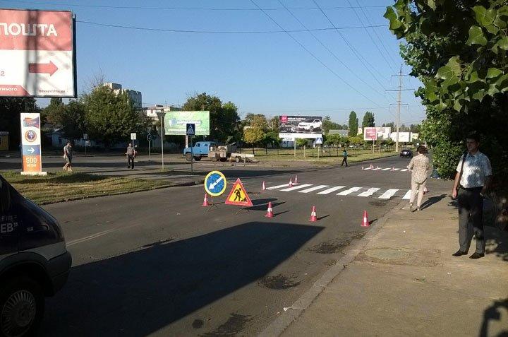 В Николаеве спустя неделю дорожники начали рисовать «зебру» возле школы (ФОТО) (фото) - фото 1