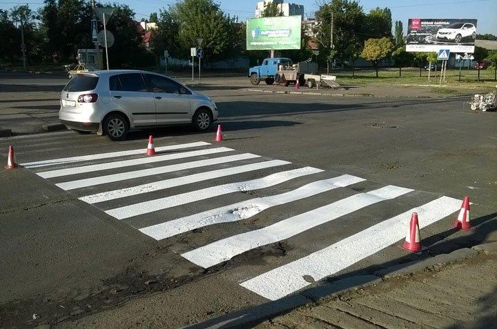 В Николаеве спустя неделю дорожники начали рисовать «зебру» возле школы (ФОТО) (фото) - фото 2