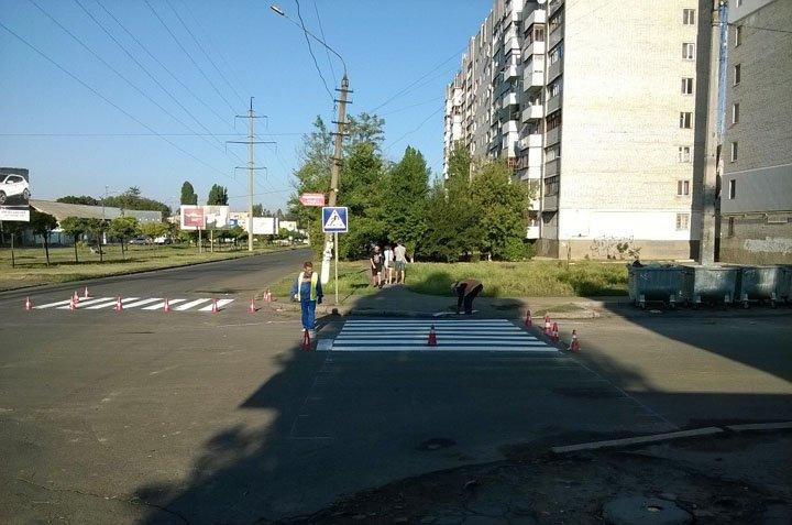 В Николаеве спустя неделю дорожники начали рисовать «зебру» возле школы (ФОТО) (фото) - фото 4