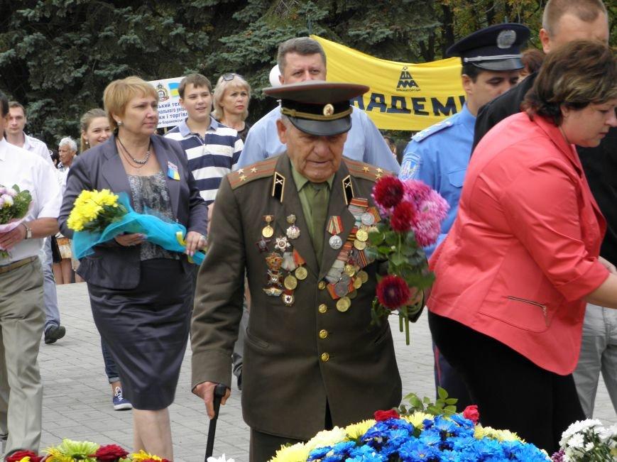 В Краматорске возложили цветы к Вечному огню (фото) - фото 5