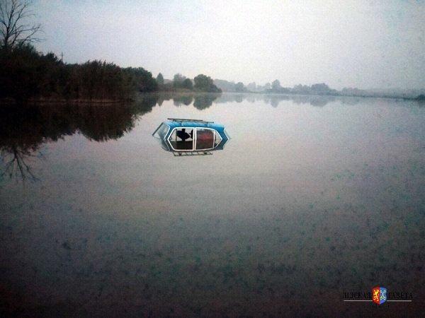 В Лиде в озере нашли автомобиль: хозяин был уверен, что «Москвич» стоит во дворе (фото) - фото 1