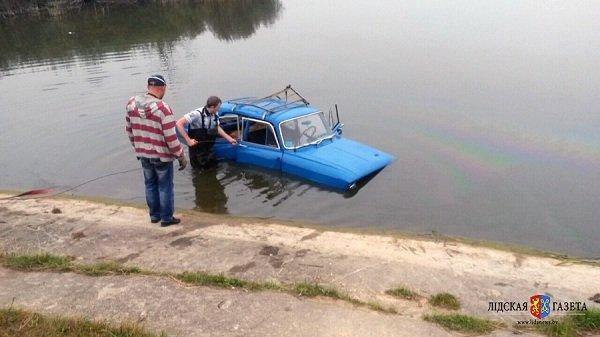 В Лиде в озере нашли автомобиль: хозяин был уверен, что «Москвич» стоит во дворе (фото) - фото 2