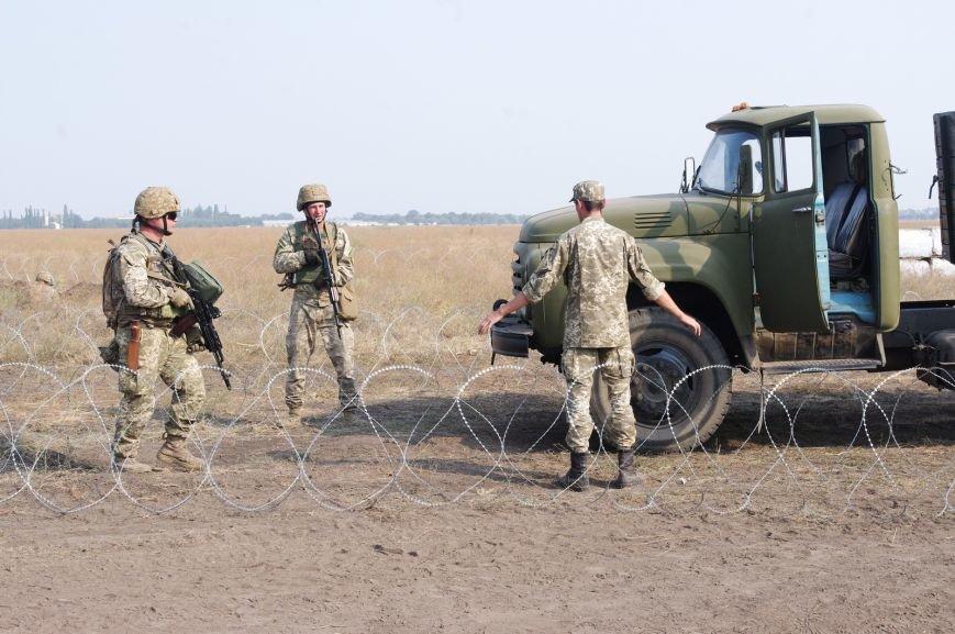 На полигоне под Николаевом бойцы отбивали атаки «террористов» (ФОТОРЕПОРТАЖ) (фото) - фото 11