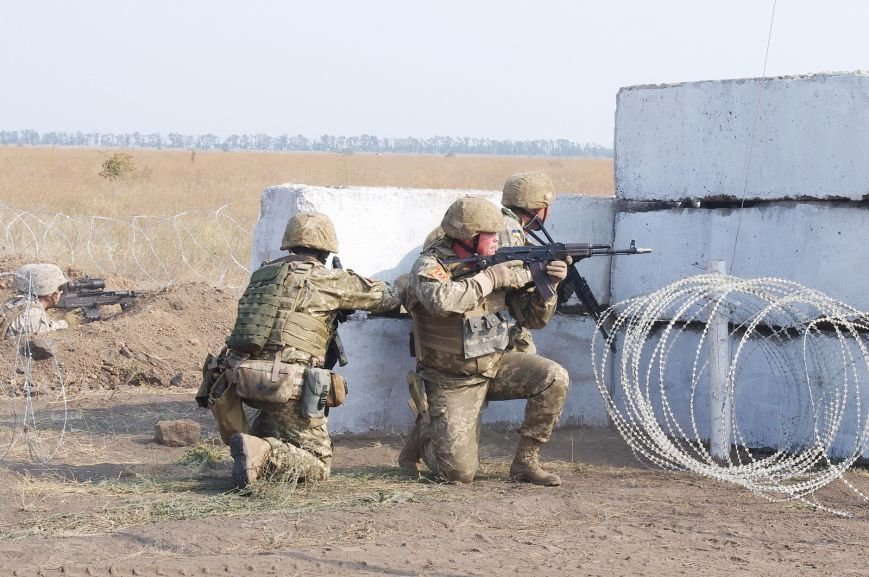 На полигоне под Николаевом бойцы отбивали атаки «террористов» (ФОТОРЕПОРТАЖ) (фото) - фото 2
