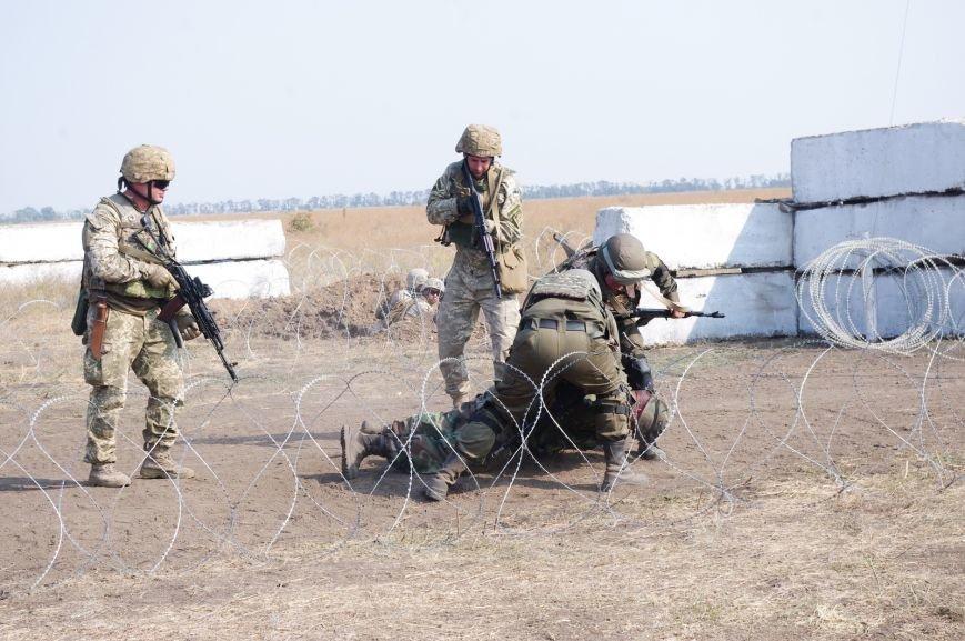 На полигоне под Николаевом бойцы отбивали атаки «террористов» (ФОТОРЕПОРТАЖ) (фото) - фото 3
