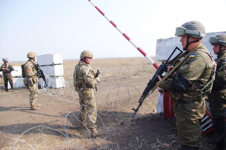 На полигоне под Николаевом бойцы отбивали атаки «террористов» (ФОТОРЕПОРТАЖ) (фото) - фото 10