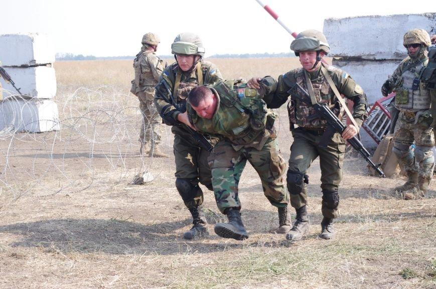 На полигоне под Николаевом бойцы отбивали атаки «террористов» (ФОТОРЕПОРТАЖ) (фото) - фото 4