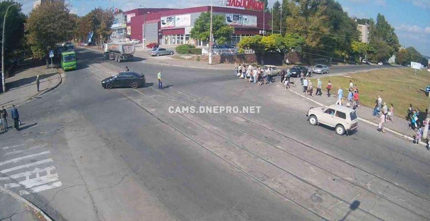 В Днепродзержинске произошло ДТП на пересечении проспекта Аношкина и улицы Сыровца (фото) - фото 1