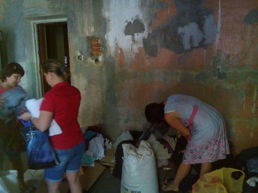 В Красноармейске продолжается выдача гуманитарной помощи переселенцам (фото) - фото 3