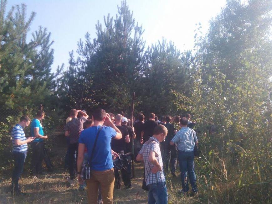 Власник знесеного паркану на озері Задорожному поскаржився правоохоронцям (фото) - фото 1