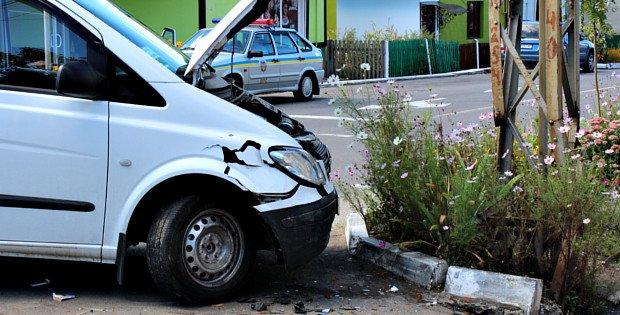 У Сторожинці водій проігнорувала червоний сигнал світлофора і спричинила ДТП (фото) - фото 2