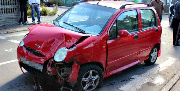 У Сторожинці водій проігнорувала червоний сигнал світлофора і спричинила ДТП (фото) - фото 1