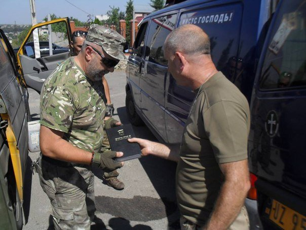Николаевские волонтеры отвезли детские подарки и продукты на передовую (ФОТО) (фото) - фото 5