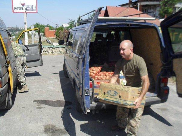 Николаевские волонтеры отвезли детские подарки и продукты на передовую (ФОТО) (фото) - фото 3