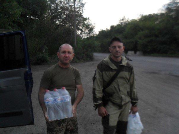Николаевские волонтеры отвезли детские подарки и продукты на передовую (ФОТО) (фото) - фото 7