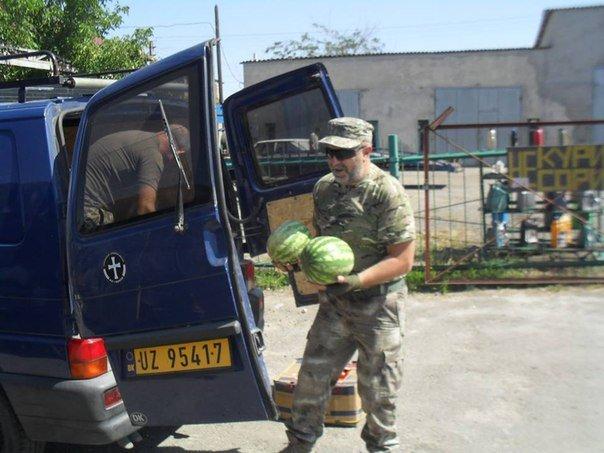 Николаевские волонтеры отвезли детские подарки и продукты на передовую (ФОТО) (фото) - фото 2