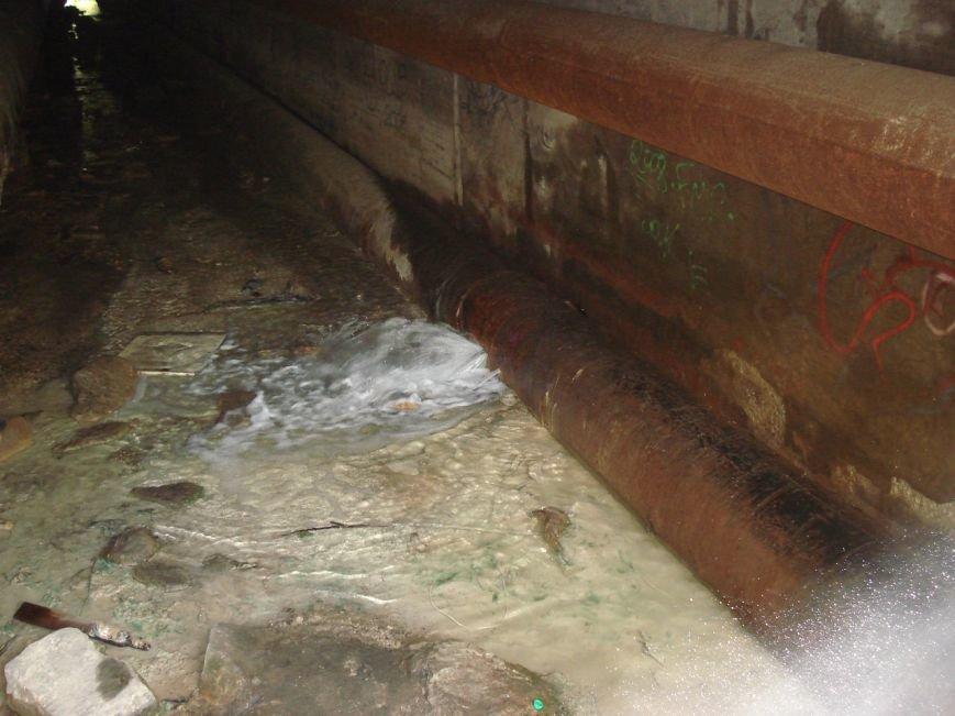 В Запорожье под дамбой прорвало две трубы (ФОТОФАКТ) (фото) - фото 2