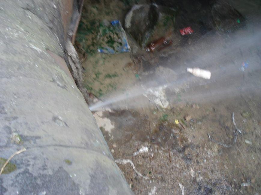 В Запорожье под дамбой прорвало две трубы (ФОТОФАКТ) (фото) - фото 4