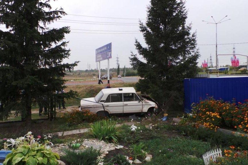 В Старом Осколе при столкновении «КАМАЗа» и легковушки пострадал девятилетний ребёнок (фото) - фото 3