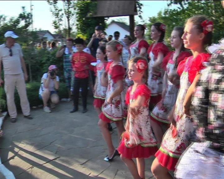Врио губернатора Кубани пожелал обитателям армавирской хаты ткача здоровья (фото) - фото 1