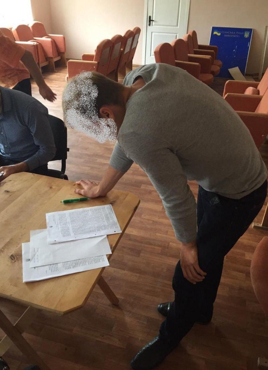 В Киевской области на взятке в 72 тыс. грн попался землеустроитель (ФОТО) (фото) - фото 2