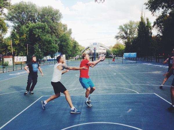 Роман Безус сыграл с днепропетровскими фанатами в баскетбол (ФОТО) (фото) - фото 1