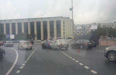 В дождливый понедельник в Московском районе увеличилось количество автомобильных аварий (фото) - фото 1