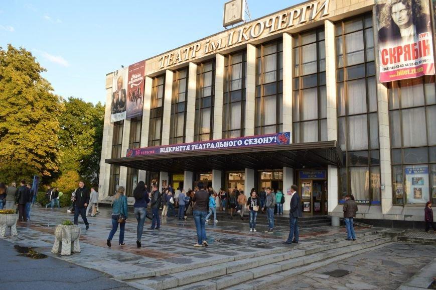 Гурт «СКРЯБІН» не давав спокою житомирським глядачам: танцювали, співали та згадували Кузьму (фото) - фото 1