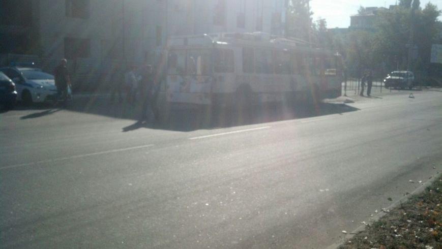 В Луганске машина ОБСЕ попала в ДТП с троллейбусом (ФОТОФАКТ) (фото) - фото 3
