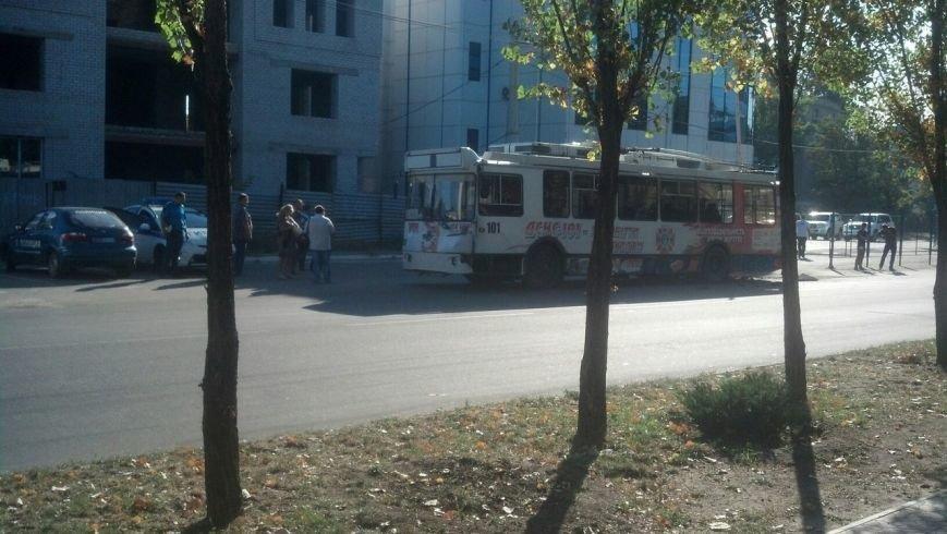 В Луганске машина ОБСЕ попала в ДТП с троллейбусом (ФОТОФАКТ) (фото) - фото 4
