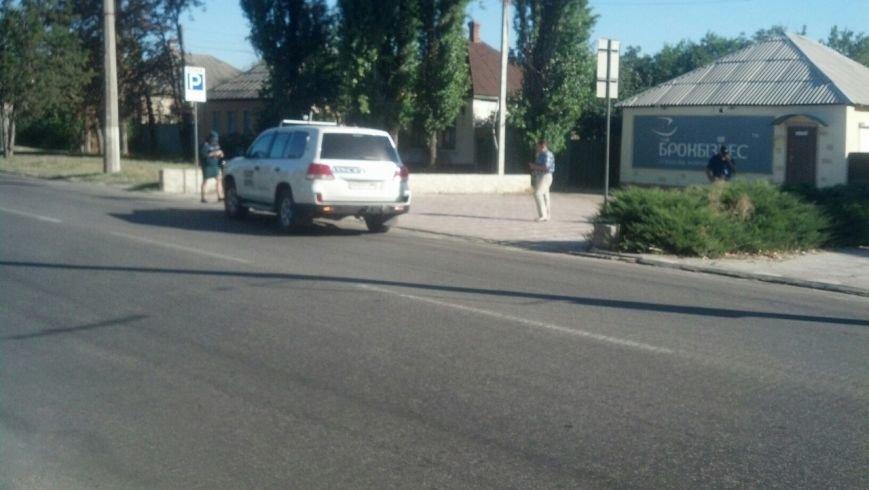 В Луганске машина ОБСЕ попала в ДТП с троллейбусом (ФОТОФАКТ) (фото) - фото 2