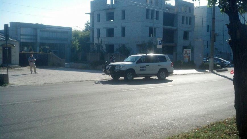 В Луганске машина ОБСЕ попала в ДТП с троллейбусом (ФОТОФАКТ, добавлены фото), фото-1