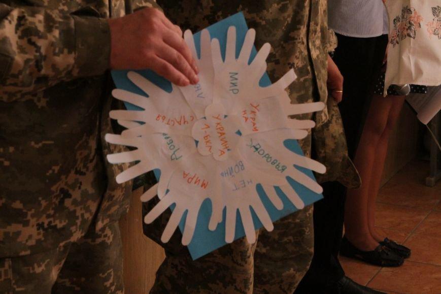 В добропольской школе-лицее бойцы 95-й бригады поздравили школьников (ФОТО), фото-11