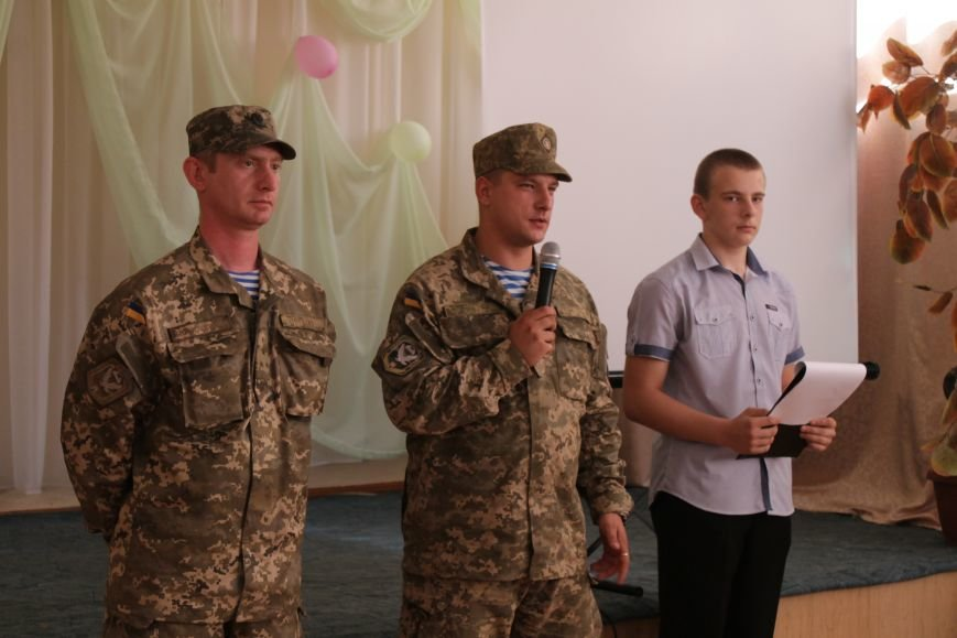 В добропольской школе-лицее бойцы 95-й бригады поздравили школьников (ФОТО), фото-7