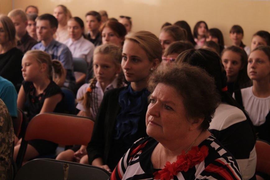 В добропольской школе-лицее бойцы 95-й бригады поздравили школьников (ФОТО), фото-3